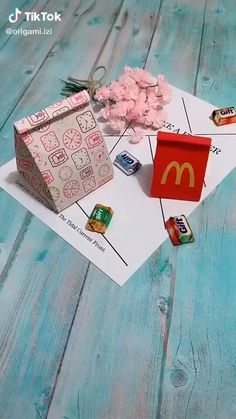 Diy Projects Arts And Crafts, Diy Crafts Hacks, Diy Crafts For Gifts, Crafts To Do, Crafts For Kids, Craft Ideas, Decor Crafts, Handmade Gifts For Friends, Handmade Books