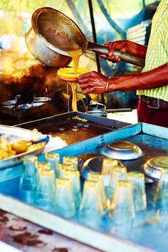 Indian Chai Wallah ॐ India Culture, Tea Culture, Largest Countries, Countries Of The World, Namaste, Amazing India, Unity In Diversity, India Travel, Varanasi