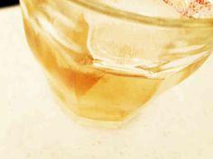 紅茶梅酒 材料:黄色い梅、紅茶(お茶パック入り)、ブランデー、氷砂糖 期間:2ヵ月くらい 注意:紅茶は10日くらいで取り出す