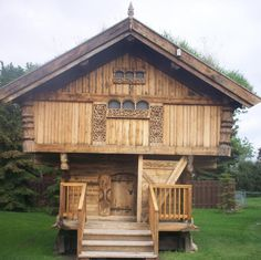 "Logs vertical, Norwegian. A fellow pinner believes that "" this building is a Stabbur, a Norse storage building to store food, built up high to keep the varmints out."" I believe her as her heritage is Norwegian."
