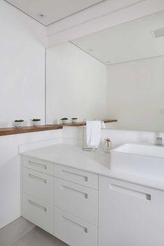 Banheiro todo branco | Projeto by Dani Momoi Arquiteta