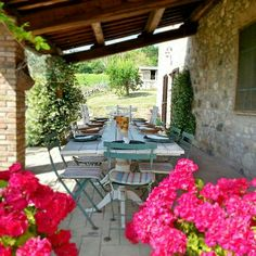 Country living in Umbria enjoying lunch #alfresco