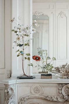 romantic florals & ornate detailing on the marble fireplace & panelling. Ikebana, Decoration Bedroom, Room Decor, Eclectic Gallery Wall, Interior And Exterior, Interior Design, Deco Addict, Parisian Apartment, Parisian Decor