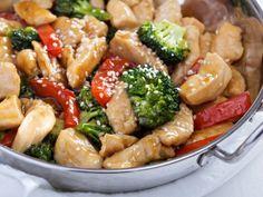 Receta de Wok de Pollo con Verduras   ¡Un nutritivo plato para preparar el fin de semana! Disfruta de este rico y saludable wok de pollo y verduras.
