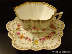 本日は、ドイツ製 ドレスデン ラム工房 オールハンドペイント カップ&ソーサーのご紹介です。。。 パンプキンのようなシェイプのカップに...