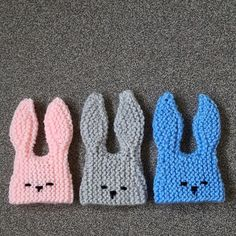 This cute little knitted egg cozy is shaped like bunny head. It's knitted flat a… – Knitting patterns, knitting designs, knitting for beginners. Knitting Charts, Baby Knitting Patterns, Knitting Designs, Free Knitting, Easy Knitting Projects, Knitting For Beginners, Knitted Flowers Free, New Stitch A Day, Knitted Bunnies