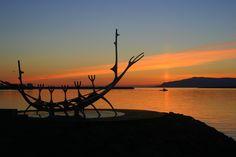 Sol de media noche en el solsticio de verano desde el Paseo Marítimo de Reykjavik, Islandia | Foto: Sandy Kemsley