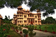 Click this beautiful image to know about the pride of Karachi , Pakistan. MOHATTA PALACE ;    It is a Museum bestowed to the Pakistani arts which has become the center of creative activities and where tremendous collection of the antiquates are also displayed to showcase the marvelous history of the largest city of Pakistan.