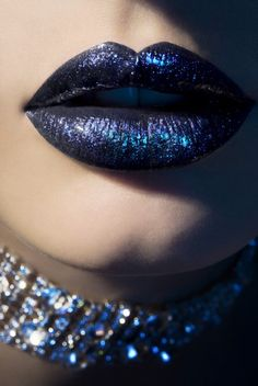 blue-glitter lips