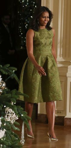 You'll Want to Take a Page From the First Lady's Holiday Dressing Handbook - - Michelle Obama's Holiday Outfit Is on Point, but Not Obvious Source by Michelle Obama Fashion, Michelle And Barack Obama, Malia Obama, Lady Like, Girly Girl, Malia And Sasha, American First Ladies, Style And Grace, Joe Biden