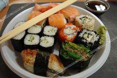 Многие из нас ходят в кафе и суши-бары, и все любят есть суши, роллы, сашими, сеты. А можно сделать все это дома, совсем просто и быстро., фото к шагу №18