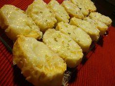 Pães de alho são petisco delicioso e muito fáceis de preparar. Experimente já, é uma entrada para fazer quando organizar um jantar de família ou amigos em sua casa.  Pode usar em qualquer tipo de pão, até para fazer tipo torrada.