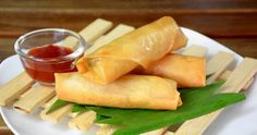 How to make spring rolls with video and detail explaination. Chinese spring rolls with Vietnames spring rolls dipping sauce. Appetizer Dishes, Appetizer Recipes, Appetizers, Chinese Spring Rolls, Lentils And Sausage, Longevity Diet, Asian Recipes, Healthy Recipes, Healthy Food