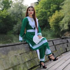 Afghani Clothes, Beautiful Outfits, Cute Outfits, Afghan Girl, Palestinian Embroidery, Afghan Dresses, Embroidery Dress, Punjabi Suits, Afghanistan