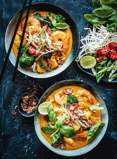 This Asian soup recipe can be thrown together in just 30 minutes Made using fish and prawns it s flavoursome and filling Laksa Soup Recipes, Laksa Recipe, Chicken Soup Recipes, Seafood Recipes, Vegetarian Recipes, Cooking Recipes, Healthy Recipes, Thai Prawn Recipes, Vegetarian Laksa