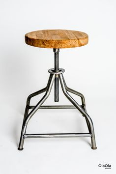A classically swivel stool.  Brushed and varnished steel.  Steel, welded frame  Oak wood seat .  Seat at lowest point: 50cm  Seat at highest point: