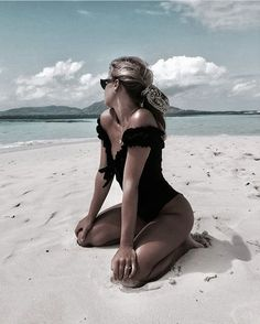 Tropical Beaches With Palm Trees Beach Photography Poses, Beach Poses, Summer Photography, Poses On The Beach, Beach Picture Poses, Fotos Strand, Cute Beach Pictures, Tumblr Beach Photos, Shotting Photo