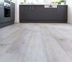 Suelo laminado ROBLE WASH                                                                                                                                                                                 Más Best Flooring, Timber Flooring, Flooring Options, Kitchen Flooring, Home Suites, Grey Laminate, Best Paint Colors, Floor Design, Dining Room Design