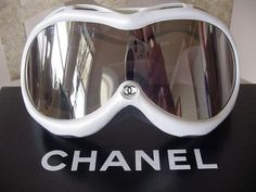 What do you wear skiing or snowboarding? What's your ski style? It depends on your Snow Tribe. Check out which ski and snowboarding tribe you belong to. Snow Fashion, Winter Fashion, Fashion Women, Ski Googles, Snowboarding Style, Snowboarding Women, Best Ski Goggles, Gabrielle Bonheur Chanel, Snow Outfit