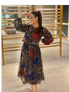 Cute Girl Pic, Cute Girls, Iqra Aziz, Pakistani Dresses Casual, Indian Wedding Photography, Pakistani Actress, Designer Dresses, Fashion Dresses, Couture