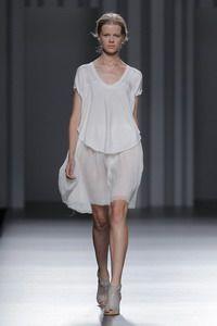 Web oficial de Sita Murt/, dissenyadora de moda: desfilades, col.leccions, botiga online i blog.