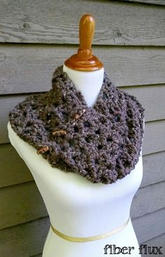 One Skein Tweedy Twig Crochet Cowl   FREE pattern @ www.allfreecrochet.com/skb oct 2015