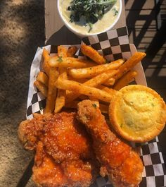 Honey Fried Chicken with Cajun Fries, White Cheddar & Garlic Creamed Spinach and a Cheddar. -Spicy Honey Fried Chicken with Cajun Fries, White Cheddar & Garlic Creamed Spinach and a Cheddar. Spicy Recipes, Cooking Recipes, Honey Fried Chicken, Spicy Honey, Honey Butter, Cajun Fries, Junk Food Snacks, Creamed Spinach, Food Goals