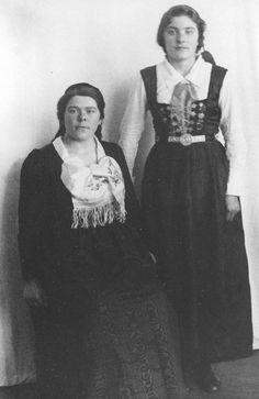 FolkCostume&Embroidery: Þjóðbúningurinn, National costumes of Iceland, part 3, Peysuföt