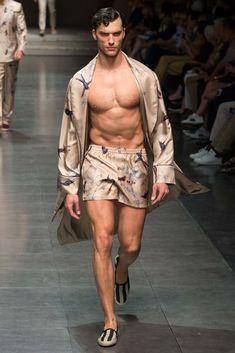 Dolce & Gabbana Spring 2016 Menswear Fashion Show - Aurélien Muller Fashion Week Hommes, Mens Fashion Week, Boy Fashion, Fashion Styles, Fashion Photo, Dolce And Gabbana 2016, Kids Fashion Show, Mens Sleepwear, Loungewear