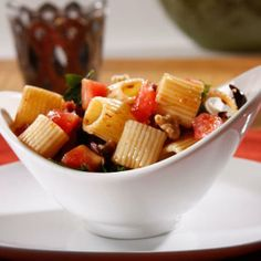Slow down after the holiday with this quick, 15 minute recipe: Barilla Mezzi Rigatoni with Fresh Tomatoes, Sundried Tomatoes, Black Olives and Toasted Walnuts