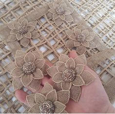DIY embroidery flowers DIY appliqué flowers to cut out and out on other stuff?, Glue and cut fabric flower, No instructions, would say thickisMirror de Diy Embroidery Flowers, Ribbon Embroidery, Crochet Flowers, Embroidery Designs, Burlap Crafts, Fabric Crafts, Diy Crafts, Leaf Crafts, Jute Flowers