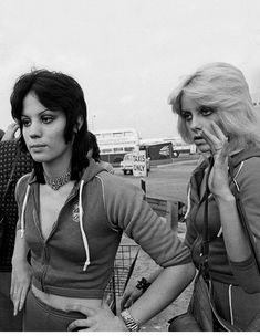 The Runaways: Joan Jett and Cherie Currie, photo by Adrian Boot, Heathrow Airport, UK 1976