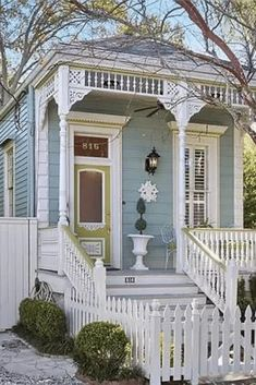 New Orleans Homes, New Orleans Louisiana, Victorian Cottage, Victorian Homes, Victorian Porch, Victorian Decor, Porche Chalet, Style At Home, Shotgun House