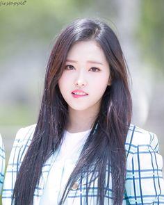 K-Pop Babe Pics – Photos of every single female singer in Korean Pop Music (K-Pop) Extended Play, South Korean Girls, Korean Girl Groups, Olivia Hussey, Lip Biting, Olivia Hye, These Girls, Pop Group, Clear Skin