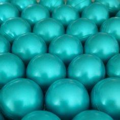 BLAUWE ronde badparels! Heerlijk ontspannen met lekker geurende badparels! Nog veel meer vrolijke kleuren beschikbaar! SNELLE levering en VEILIG betalen