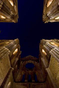 Tuscany  San Galgano Abbey by night