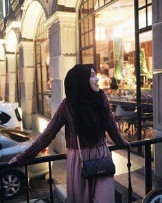 "Shirin Al Athrus di Instagram ""evenings like these.. 😝 #friyay"" Ootd Hijab, Hijab Outfit, Floral Homecoming Dresses, Modern Fashion, Hijab Fashion, Casual Looks, Casual Outfits, Womens Fashion, Hijabs"