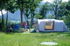 Ruim opgezette, rustig gelegen camping in het bos. Keuze uit vrije plaatsen en safaritenten. Zwembad, speelweide en buitenbar. Gelegen in de Franse Drome.