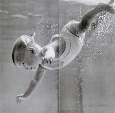 Photos of 11 month old Sherry Lynn Whitford from the April 1948 issue of LIFE magazine. Precious Children, Beautiful Children, Beautiful Babies, Life Magazine, Underwater Photography, Art Photography, Baby Swimming, Art Graphique, Little People