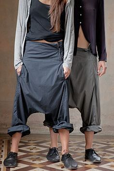 Harem Pants such a soft luxury Album di Famiglia Store Look Fashion, Womens Fashion, Fashion Design, Fashion Trends, Fashion Details, Mode Style, Style Me, Edgy Style, Thai Style
