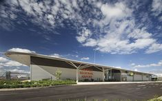 Orange Airport is located 15km south east of Orange and is serviced by Rex Airlines providing regular passenger services between Orange and Sydney, accommodating regional community and tourism needs. As a gateway to Orange and the surrounding region, the Council has continued to improve facilities over the past 10 years. As part of the long term vision for the airport, the terminal building housing operational, retail and hospitality facilities was scheduled for upgrade. Structural Model, Functional Planning, Ag Hair Products, Metal Cladding, Airports, Regional, The Expanse, Pavilion