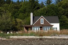 Getaway. Rohleder Borges Architecture - Beach Cottage, Holly, WA.