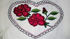 Diy And Crafts, Cross Stitch, Flowers, Canvases, Cross Stitch Embroidery, Cross Stitch Heart, Knitted Pillows, Hand Embroidery, Crochet Shawl