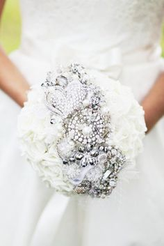 Add jewelry and brooches to your bouquet! I love that this is mixed with jewelry AND flowers (not just all jewelry)!