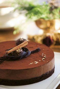 Gâteau Marcel - Dessert/kage - Opskrifter - Mad og Bolig (Recipe in Danish) Fruit Recipes, Sweet Recipes, Dessert Recipes, Yummy Treats, Yummy Food, Mousse Cake, Marcel, Cakes And More, Party Cakes