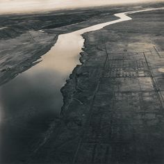 Old Hanford City Site and the Columbia River, Hanford Nuclear Reservation, near Richland (Washington), 1986. Gelatin silver print. Photography © Emmet Gowin, cortesy Pace/MacGill Gallery, New York.