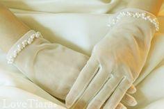 グローブ ウェディング ブライダル 結婚式 Tulle Wedding, Lace Weddings, Bridal Lace, Gloves Fashion, Vintage Gloves, Wedding Gloves, Lace Gloves, French Lace, Actresses
