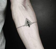 Trendy Ideas For Tattoo Antebrazo Hombre Triangulos Small Sister Tattoos, Small Quote Tattoos, Small Tattoos With Meaning, Small Tattoos For Guys, Small Wrist Tattoos, Foot Tattoos, Sleeve Tattoos, Tattoo Small, Forearm Tattoos