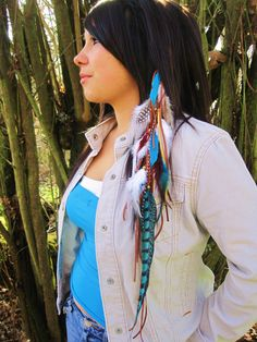 Very native american-ish. I luv wearn feathers n my hair. Hippish