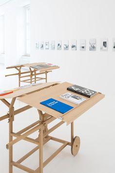 Bookstand Leuk idee voor op markten, pop-up store etc. Makkelijk te verplaatsen :-)